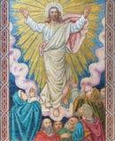 LONDRA, GRAN BRETAGNA - 17 SETTEMBRE 2017: Il mosaico dell'ascensione del signore in st Barnabas della chiesa fotografia stock