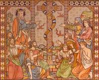 LONDRA, GRAN BRETAGNA - 15 SETTEMBRE 2017: Il mosaico piastrellato del serpente bronzeo sul deserto e di Mosè in chiesa tutti i s immagini stock libere da diritti