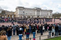 Londra, Inghilterra - 6 marzo 2017: Il cambiamento delle guardie nel franco immagini stock