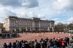 Londra, Inghilterra - 6 marzo 2017: Il cambiamento delle guardie nel franco fotografia stock libera da diritti
