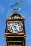 LONDRA - 30 LUGLIO: Piccolo Ben fuori di Victoria Train Station dentro Immagini Stock