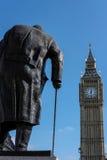 LONDRA - 13 MARZO: Statua di Winston Churchill nel Parlamento Squa Fotografia Stock Libera da Diritti