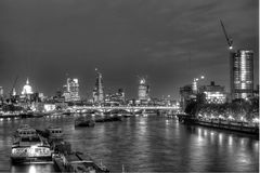 Londra mette in bacino HDR immagini stock