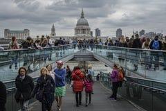 Londra, ponte di millennio Immagini Stock