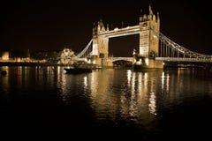 Londra, ponticello della torretta alla notte Fotografie Stock Libere da Diritti