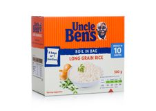LONDRA, REGNO UNITO - 1° MARZO 2018: Pacchetto del riso del grano di zio Bens Long su bianco immagine stock