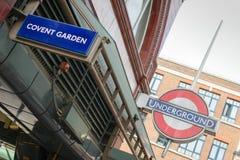 Londra, Regno Unito - 30 agosto 2016: Segno della stazione del giardino di Covent Fotografia Stock Libera da Diritti