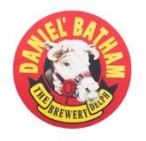 LONDRA, REGNO UNITO - 22 AGOSTO 2018: Sottobicchiere del beermat della birra di Daniel Batham Brewery isolato su fondo bianco fotografie stock