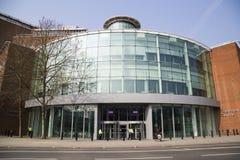 LONDRA, REGNO UNITO - 8 APRILE 2015: L'esterno di una costruzione di BBC Immagini Stock Libere da Diritti