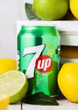 LONDRA, REGNO UNITO - 27 APRILE 2018: Latta di alluminio della soda della limonata 7UP fotografia stock libera da diritti
