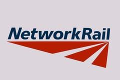 Londra/Regno Unito - 2 aprile 2019: Logo limitato dell'infrastruttura di ferrovia della rete fotografie stock libere da diritti