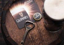 LONDRA, REGNO UNITO - 27 APRILE 2018: Vetro originale del progetto di Guinness fotografia stock libera da diritti