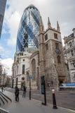 Londra, Regno Unito - circa marzo 2012: 30 st Mary Axe anche conosciuta come il cetriolino e svizzera con riferimento a costruzio Fotografia Stock
