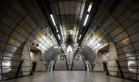 Londra Regno Unito - Decemeber 28, 2018: Stazione della metropolitana in sotterraneo di Southwark Londra immagini stock