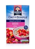 LONDRA, REGNO UNITO - 15 DICEMBRE 2017: Scatola di porridge dell'avena di Quaker con i frutti su bianco È stato posseduto dal Pep Immagini Stock