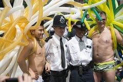 LONDRA, REGNO UNITO - 29 GIUGNO: Partecipanti al gay pride che posa per la p Immagine Stock