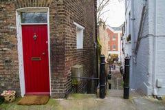 LONDRA, Regno Unito - il 13 aprile: Via tipica di Londra Immagine Stock Libera da Diritti