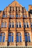 LONDRA, REGNO UNITO: Il vittoriano del mattone rosso alloggia le facciate nella città di Westminster Immagini Stock