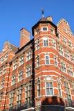 LONDRA, REGNO UNITO: Il vittoriano del mattone rosso alloggia le facciate nella città di Westminster Immagini Stock Libere da Diritti