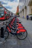 Londra, Regno Unito - 31 maggio 2017, fila dei cicli di Santander pronti per hir Fotografie Stock