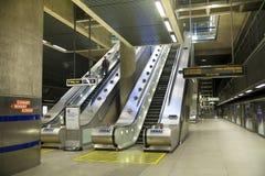 LONDRA, Regno Unito - 14 maggio 2014 il tubo di Londra, Canary Wharf dispone, stazione più occupata a Londra, portante mai circa  Fotografia Stock Libera da Diritti