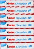 LONDRA, Regno Unito - 17 novembre 2017: Barre di cioccolato più gentili su bianco Le barre più gentili sono prodotte da Ferrero h Immagine Stock Libera da Diritti
