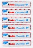 LONDRA, Regno Unito - 17 novembre 2017: Barre di cioccolato più gentili su bianco Le barre più gentili sono prodotte da Ferrero h Fotografia Stock