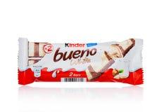 LONDRA, Regno Unito - 17 novembre 2017: Bueno più gentile del cioccolato su bianco Le barre più gentili sono prodotte da Ferrero  Fotografia Stock Libera da Diritti