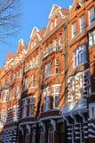 LONDRA, REGNO UNITO - 28 NOVEMBRE 2016: Il vittoriano del mattone rosso alloggia le facciate nella città di Kensington e di Chels Fotografia Stock Libera da Diritti