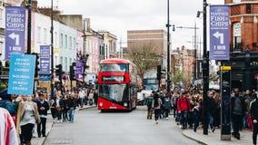 Londra, Regno Unito - secondo dell'aprile 2017: Camden Lock Bridge che è una f Fotografie Stock