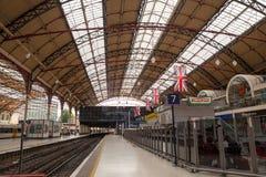 28 07 2015 LONDRA, Regno Unito - vista della stazione di Victoria Fotografie Stock Libere da Diritti