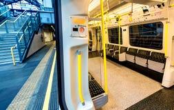 LONDRA - 25 SETTEMBRE 2016: Metropolitana vuota nella s sotterranea fotografia stock libera da diritti