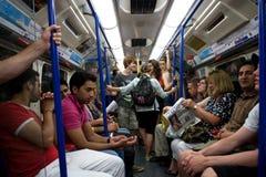 Londra sotterranea un giorno di estate caldo immagine stock