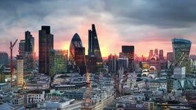 Londra, tramonto Città della vista di Londra, dell'affare e dell'aria di attività bancarie video d archivio