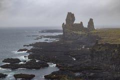 Londrangar拖钓在冰岛 免版税图库摄影
