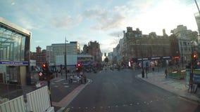 LONDRES ï ¿½ julio de 2017: Ventana delantera del autobús de la forma de la opinión de Timelapse que visita concepto británico de metrajes