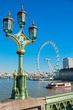 LONDRES - 19 MARS : L'oeil de Londres, érigé en 1999, est un géant Photos stock