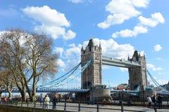 LONDRES - Abril 12,2016: Puente de la torre de Londres Fotos de archivo