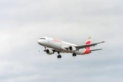 LONDRES, ANGLETERRE - 22 AOÛT 2016 : Atterrissage d'Airbus A321 de voies aériennes d'EC-ILP Ibérie dans l'aéroport de Heathrow, L Photographie stock