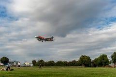 LONDRES, ANGLETERRE - 22 AOÛT 2016 : Atterrissage d'EI-DSW Alitalia Jeep Renegade Livery Airbus A320 dans l'aéroport de Heathrow, Photographie stock libre de droits