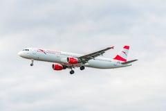 LONDRES, ANGLETERRE - 22 AOÛT 2016 : Atterrissage d'OE-LBB Austrian Airlines Airbus A321 dans l'aéroport de Heathrow, Londres Photo stock