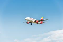 LONDRES, ANGLETERRE - 22 AOÛT 2016 : Atterrissage exprès d'EC-JFH Ibérie Airbus A320 dans l'aéroport de Heathrow, Londres Images stock