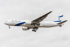 LONDRES, ANGLETERRE - 22 AOÛT 2016 : 4X-ECE EL Al Israel Airlines Boeing 777 débarquant dans l'aéroport de Heathrow, Londres Photo libre de droits