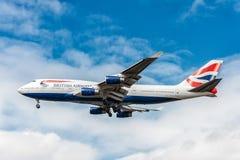 LONDRES, ANGLETERRE - 22 AOÛT 2016 : G-CIVJ British Airways Boeing 747 débarquant dans l'aéroport de Heathrow, Londres Image libre de droits