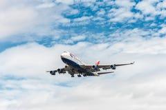 LONDRES, ANGLETERRE - 22 AOÛT 2016 : G-CIVJ British Airways Boeing 747 débarquant dans l'aéroport de Heathrow, Londres Image stock