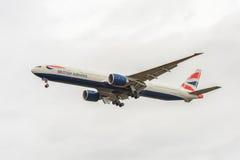 LONDRES, ANGLETERRE - 22 AOÛT 2016 : G-STBA British Airways Boeing 777 débarquant dans l'aéroport de Heathrow, Londres Photo libre de droits
