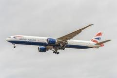 LONDRES, ANGLETERRE - 22 AOÛT 2016 : G-STBI British Airways Boeing 777 débarquant dans l'aéroport de Heathrow, Londres Photographie stock