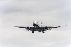 LONDRES, ANGLETERRE - 22 AOÛT 2016 : G-VIID British Airways Boeing 777 débarquant dans l'aéroport de Heathrow, Londres Photo stock