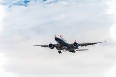 LONDRES, ANGLETERRE - 22 AOÛT 2016 : G-VIID British Airways Boeing 777 débarquant dans l'aéroport de Heathrow, Londres Photo libre de droits