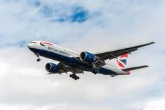 LONDRES, ANGLETERRE - 22 AOÛT 2016 : G-VIID British Airways Boeing 777 débarquant dans l'aéroport de Heathrow, Londres Photos stock